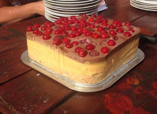 tort  raw de caise, visine si cacao
