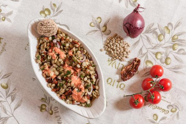 salată linte cu roșii uscate