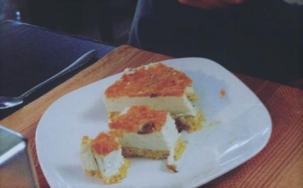 tort morcovi raw